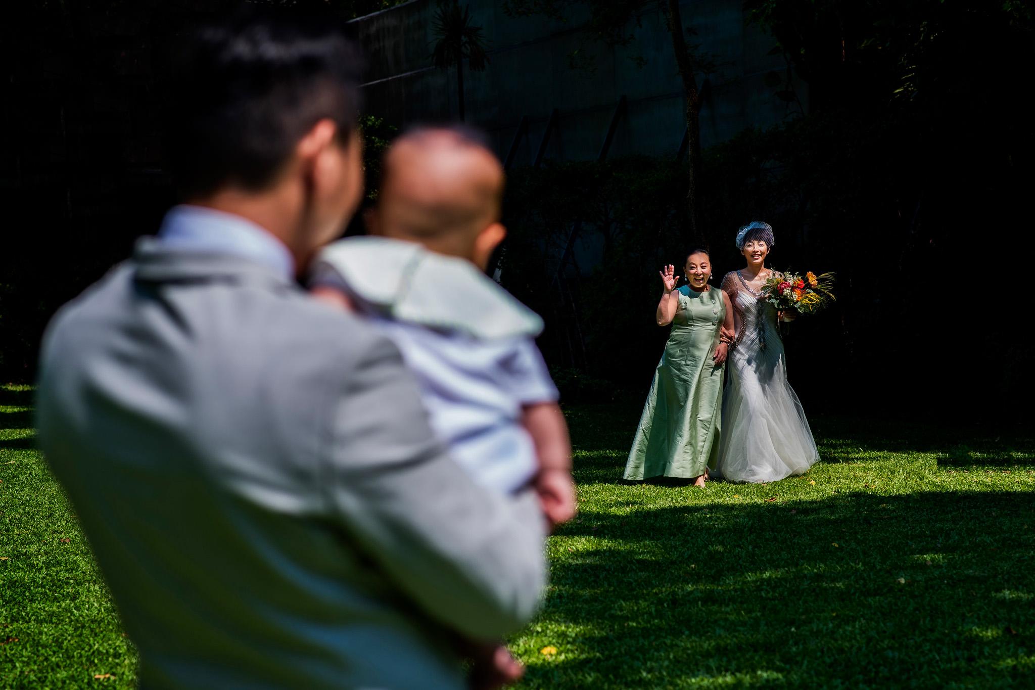 Mother walks bride down aisle in Bangkok